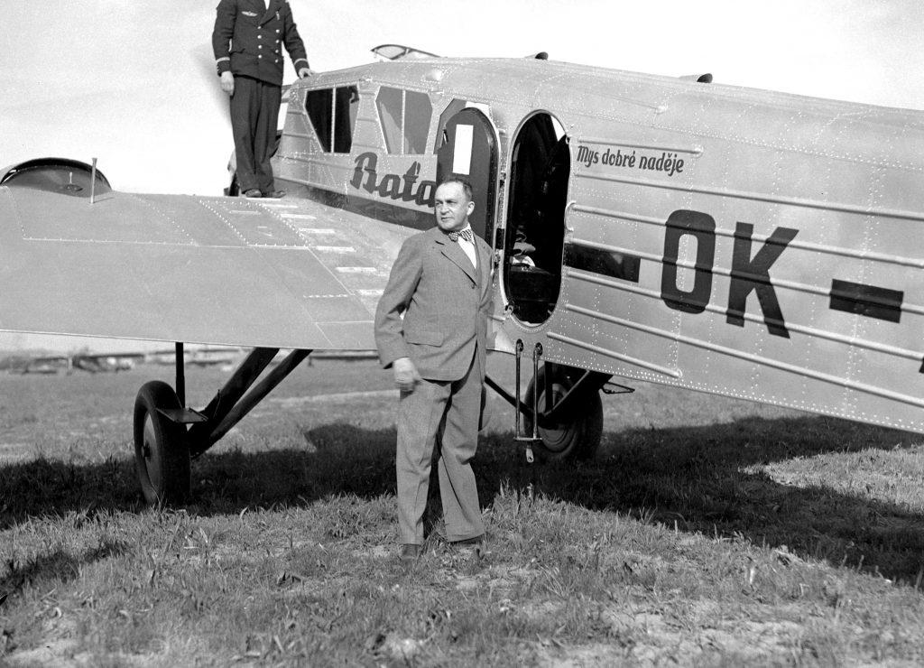 Siegfried Meisel u letadla Spartan Cruiser před odletem na cestu do Kapského Města, 1934