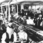 Pohled do dílny na výrobu obuvi, 1933