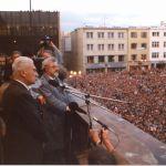 Přivítání Tomáše Bati jr. na zlínském náměstí, prosinec 1989